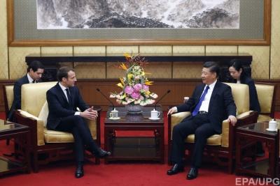 Панда-дипломатія: Макрон подарував лідеру Китаю елітного скакуна