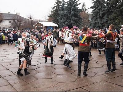 """У райцентрі на Буковині відбулися """"Різдвяні зустрічі"""" (ФОТО)"""