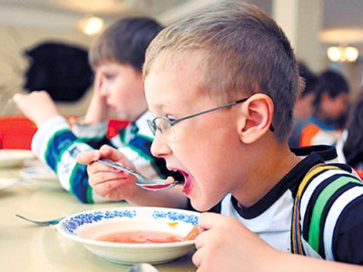 У Чернівцях виконком затвердив граничну вартість харчування учнів у школах і пришкільних таборах