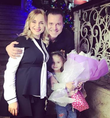 Вагітна Лілія Ребрик на Різдво відвідала рідні Чернівці (ФОТО)