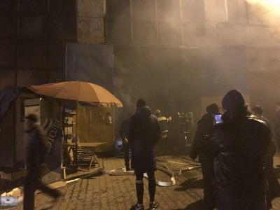 «Попередньо підпалом не пахне»: мер Чернівців прокоментував масштабну пожежу на ринку