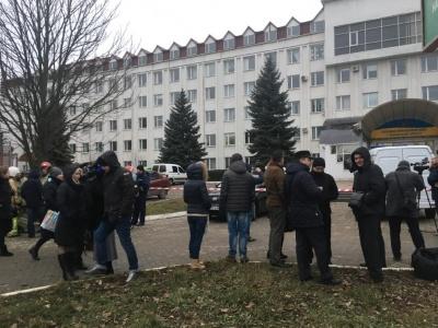 Вибух у податковій Чернівців: з приміщення евакуювали понад 100 працівників (ФОТО)