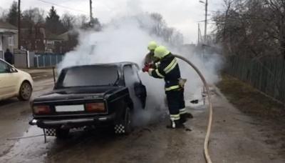 На Буковині на ходу загорілося авто