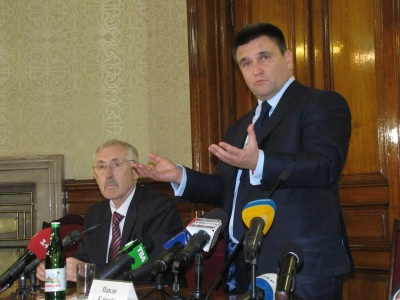 «Видача паспортів Румунії не допоможе румунській громаді України досягти євроінтеграції», - Клімкін у Чернівцях