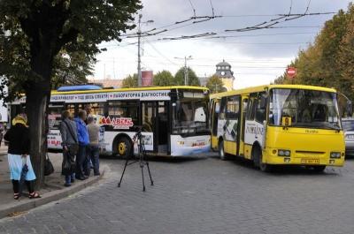 «Нема вбиральні та пункту харчування»: у мерії Чернівців пояснили, чому не продовжать автобусні маршрути