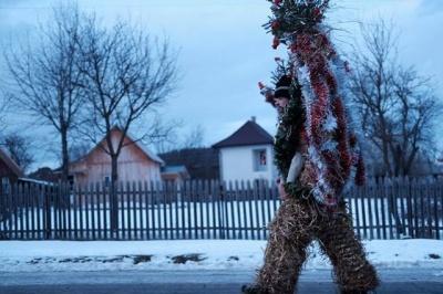 На Буковині почали святкувати Маланку: масові дійства стартували одночасно у Вашківцях і Красноїльську