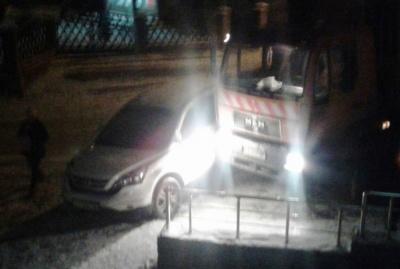 У Чернівцях через ожеледицю вантажівка врізалась у «Хонду»: без постраждалих