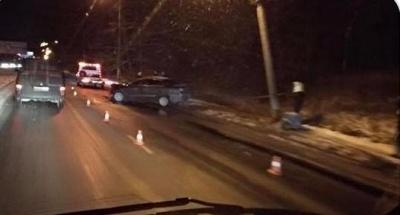 У Чернівцях легковик залишився з розтрощеною передньою частиною внаслідок ДТП поблизу Калинки
