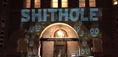 """На готелі Трампа з'явилася проекція зі словами """"смердюча діра"""""""