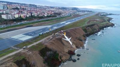 Опубліковано відео із салону літака, який ледь не викотився у море в Туреччині