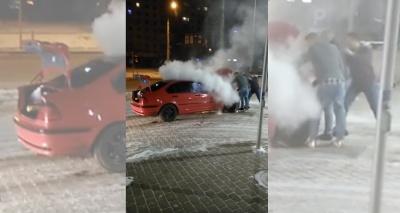 У Чернівцях через «дрифтування» серед ночі спалахнув BMW біля автозаправки (ВІДЕО)