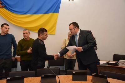 Мер Чернівців вручив документи про виділення коштів на придбання житла п'ятьом учасникам АТО