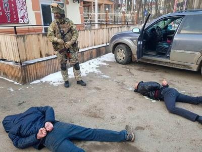 У Чернівцях поліція затримала групу рекетирів, які вимагали в чоловіка 20 тис євро