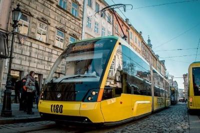 У львівських трамваях розклеїли підробні QR-коди для оплати проїзду