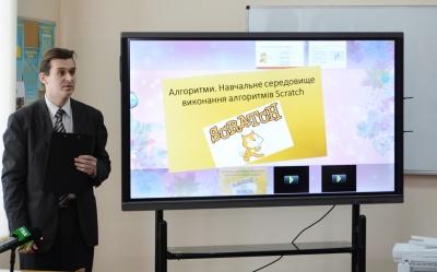 Школи Чернівців отримали 13 надсучасних мультибордів для навчання (ФОТО)