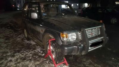 На кордоні на Буковині виявили джип з перебитими номерами