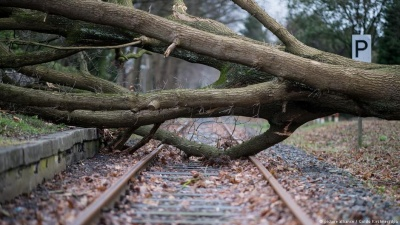 Десятеро загиблих, паралізовані дороги і залізниці - у Європі лютує ураган Фрідеріке