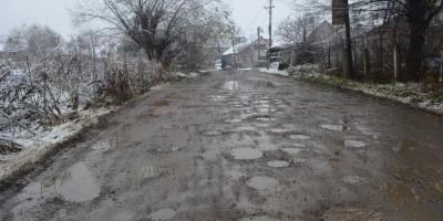 Підрядника, який неякісно відремонтував вулицю Жасмінну в Чернівцях, запрошують підписати дефектний акт