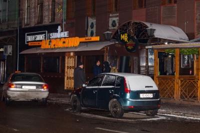 Жорстока масова бійка зав'язалася біля нічного клубу у Дніпрі (ФОТО)