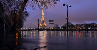 У Парижі вийшла з берегів річка Сена