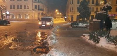 У центрі Чернівців - аварія на водопроводі
