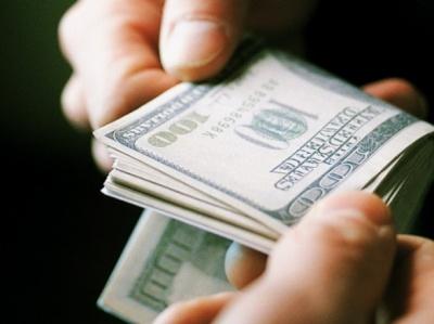 Посадовець державного концерну вимагав хабара у 270 тисяч доларів