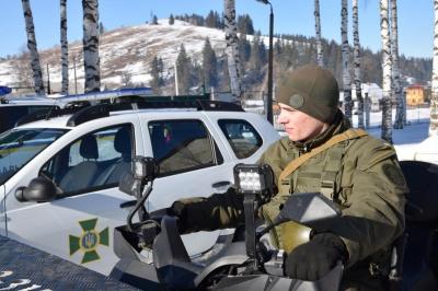 Кордон на Буковині охороняють нацгвардійці на джипах і снігоходах (ФОТО)