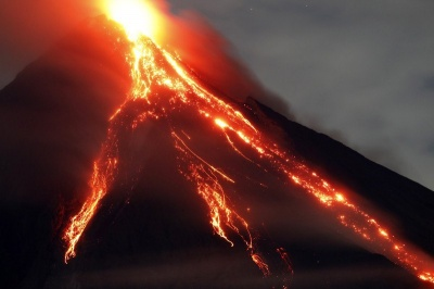 На Філіппінах через виверження вулкана евакуювали понад 80 тисяч людей