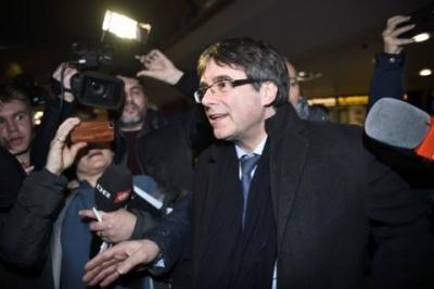 Конституційний суд Іспанії заборонив Пучдемону очолити уряд Каталонії дистанційно