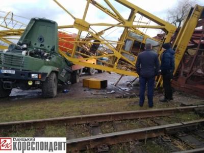 На Франківщині баштовий кран впав на вантажівку. Загинули двоє осіб