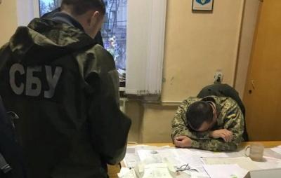 Справу щодо отримання хабара заступником військового комісара Чернівців передали до суду