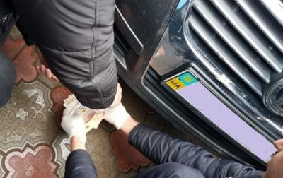 Хабар у райвідділі Держгеокадастру Буковини: затриманому посадовцю оголошено про підозру