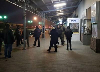 У Чернівцях правоохоронці перевіряють інформацію про підозрілий пакунок на залізничному вокзалі