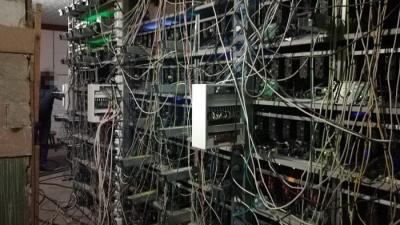 """СБУ та ГПУ провели обшуки на """"фермах"""" майнінгу криптовалют"""