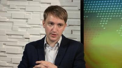 «Закривати їх треба, а не постити у FB», - політолог про рекомендацію Чернівецької ОДА активніше користуватися соцмережами