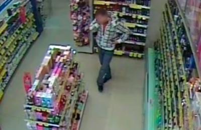 У Чернівцях правоохоронці затримали серійного крадія, що «обчищав» магазини
