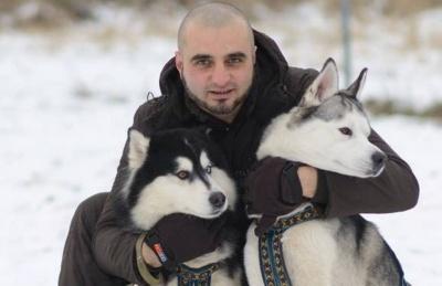 «Мрію лікувати собаками»: буковинець хоче в Кіцмані створити центр їздового спорту