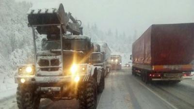 Потужний снігопад атакує Закарпаття: заблоковані дороги, знеструмлені села