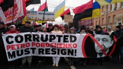 У Києві тисячі людей вимагають відставки Порошенка