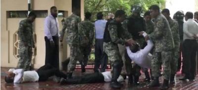 На Мальдівах військові оточили будівлю парламенту