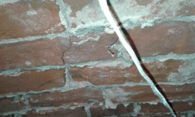 Бездіяльність власників квартири може привести до руйнування будинку