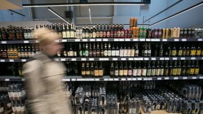Подорожчання сигарет, алкоголю та бензину: на скільки зросте ціна та коли очікувати