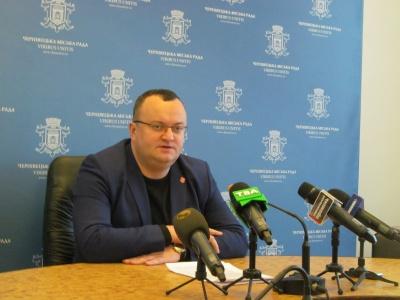Не можуть поділити гроші: мер Чернівців пояснив, чому сесія міськради триває третій тиждень