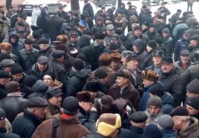 У Чернівцях понад 200 військових пенсіонерів розпочали пікет під ОДА: вимагають перерахунку пенсій