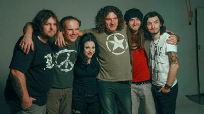 Музиканти гурту Скрябін розповіли, чому продовжують грати концерти і анонсували тур
