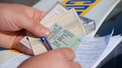 Приписав категорії: у мешканця Чернівців виявили фальшиві права водія