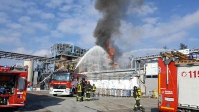 Потужний вибух прогримів на хімзаводі в Італії, є постраждалі: перші фото