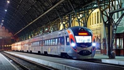 """До 8 березня """"Укрзалізниця"""" призначила 9 додаткових поїздів: перелік"""