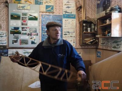 Чернівчанин будує літак з дерева початку ХХ століття