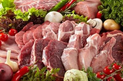 Їдять курятину і ковбасу: порахували, яким м'ясом харчуються українці